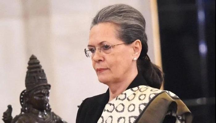 sonia gandhi सोनिया गांधी का आरोप, मोदी सरकार लोगों की आवाजों को बंद कर रही