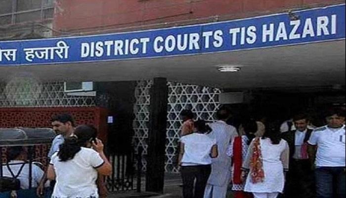tees hazari court दिल्ली तीस हजारी कोर्ट में वकीलों और पुलिस के बीच हिंसक झड़प, कोर्ट में चली गोली दो वकील घायल