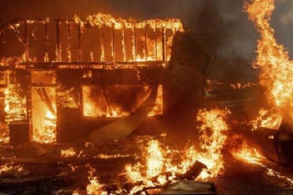 9 killed in a fire in a textile warehouse in Kirari दिल्ली के किराड़ी के कपड़ा गोदाम में आग लगने से 9 लोगों की मौत