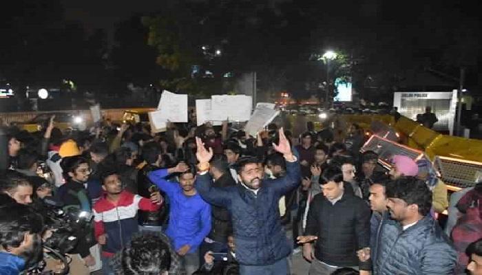 DELHI 1 CAA के विरोध में वे मंडी हाउस से जंतर मंतर तक पैदल मार्च करेंगे प्रदर्शनकारी, इलाके में धारा 144 लागू