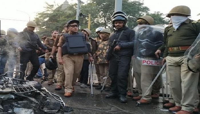 PRADRSHANKARI 2 CAA के खिलाफ प्रदर्शन को लेकर कांग्रेस नेता संदीप दीक्षित, लेफ्ट नेता सीताराम येचुरी समेत कई बड़े नेता हिरासत में