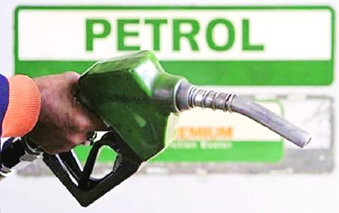 petrol 1 पेट्रोल की कीमत में लगातार पांचवे दिन बदलाव, पेट्रोल की कीमत 5 पैसे घटी