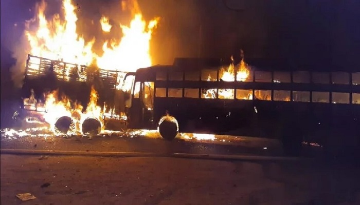 कन्नौज यूपी के कन्नौज जिले में एक दर्दनाक सड़क हादसे में 20 लोगों के मारे जाने की आशंका