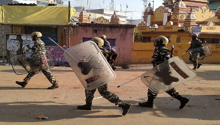 झारखंड लोहरदगा में सीएए के समर्थन में निकाली गई जुलूस पर पथराव और भारी हिंसा के बाद पुलिस बल तैनात