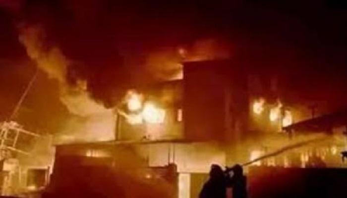 दिल्ली दिल्ली के पीरागढ़ी इलाके में स्थित फैक्टरी में लगी भीषण आग, फिर ढह गई इमारत, दमकल समेत कई लोग दबे