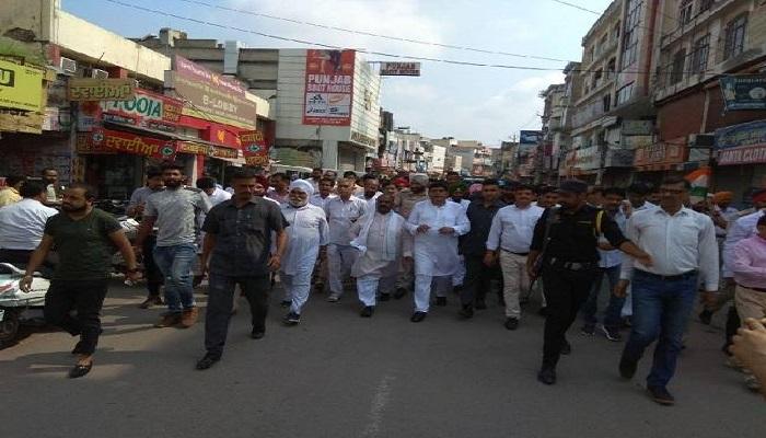 पंजाब 1 इसी बीच हाेशियारपुर में बंद के समर्थक और इसका विरोध कर रहे संगठन आमने-सामने