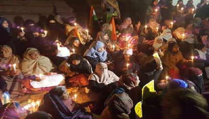यूपी 1 सीएए को लेकर दिल्ली के शाहीन बाग के बाद लखनऊ के घंटाघर पर महिलाओं का प्रदर्शन