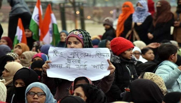 यूपी 2 लखनऊ में सीएए के विरोध में घंटाघर पर हो रहे प्रर्दशन में सपा अध्यक्ष अखिलेश यादव की बेटी ने लिया हिस्सा