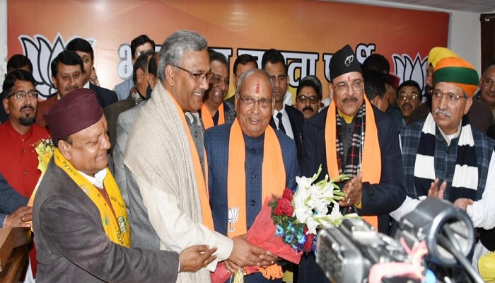 cm rawat 1 सीएम रावत ने पूर्व कैबिनेट मंत्री बंशीधर भगत को उत्तराखण्ड भाजपा प्रदेश अध्यक्ष नियुक्त किए जाने पर बधाई दी