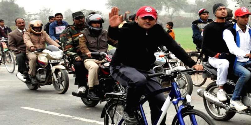 cycle yatra यूपी के पूर्व सीएम अखिलेश ने शुरू कीसाइकिल यात्रा
