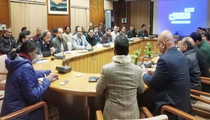 uttrakhand 4 राधा रतूड़ी ने समस्त कार्यालयों में पत्रावलियों का संचरण ई-ऑफिस के माध्यम से किये जाने के दृष्टिगत बैठक ली