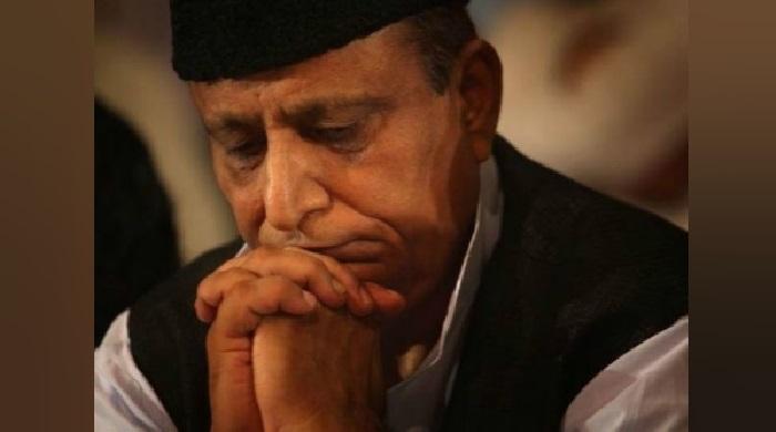 आजम खान 1 आजम खान को बेटे और पत्नी के साथ किया गया दूसरी जेल में शिफ्ट, जाने क्यों बदली जेल