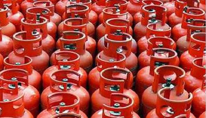 गैस सिलेंडर प्रधानमंत्री गरीब कल्याण योजना के तहत प्रधानमंत्री उज्जवला योजना के लाभार्थियों के लिए तीन महीने निशुल्क गैस रिफिल का एलान
