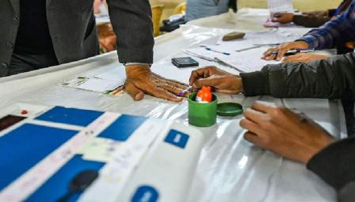 चुनाव अधिकारी मौत दिल्ली विधानसभा चुनाव 2020 के मतदान के दौरान एक चुनाव अधिकारी की मौत से हड़कंप