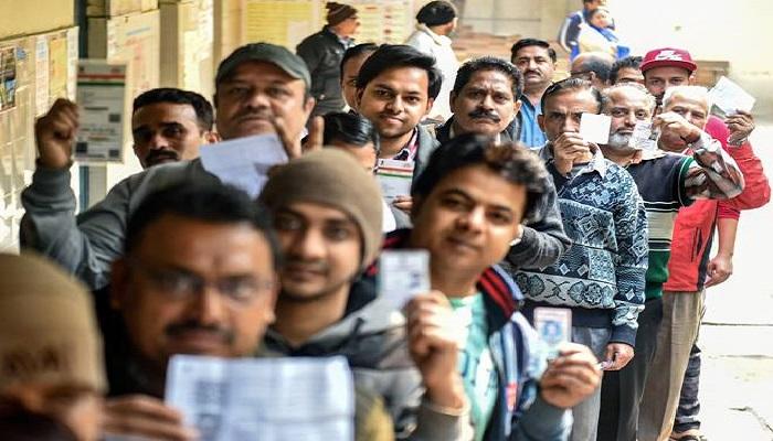 दिल्ली चुनाव 2 दिल्ली की सभी 70 सीटों पर मतदान जारी, दिल्ली में शाम 6 बजे तक 13,750 केंद्रों पर होगी वोटिंग, 4 बजे तक 45% मतदान