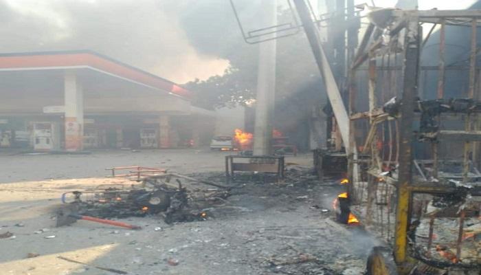 दिल्ली 3 दिल्ली में सीएए के प्रदर्शन को लेकर हिंसा, पेट्रोल पंप, मजार, दुकान और घरों को लगाई आग
