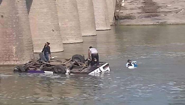 राजस्थान 6 राजस्थान के बूंदी में नदीं में गिरी बस, 24 लोगों की मौत