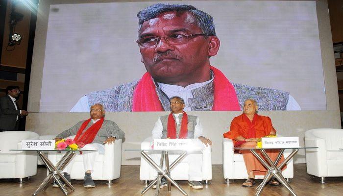 """सीएम रावत ने नई दिल्ली स्थित अंबेडकर इंटरनेशनल सेंटर में """"देवभूमिः चिकित्सा सेवा के सात वर्ष"""" कार्यक्रम में भाग लिया"""