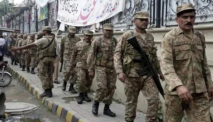 पाक सेना कोरोना वायरस के कारण पाकिस्तान की बढ़ी मुसीबत, जवानों ने ड्यूटी पर जाने से किया इंकार