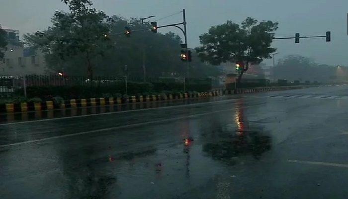 दिल्ली-एनसीआर में मौसम ने बदली करवट, शुक्रवार को बारिश-ओलावृष्टि का ऑरेंज अलर्ट