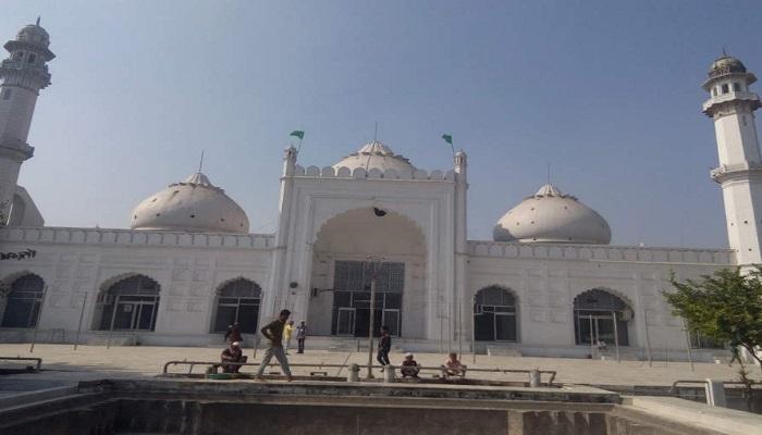मस्जिद कोरोना वायरस से बचाव के लिए चल रहे लॉग डाउन में मस्जिद में नमाज़ पढ़ने पर 101 लोगों पर मुकदमा दर्ज