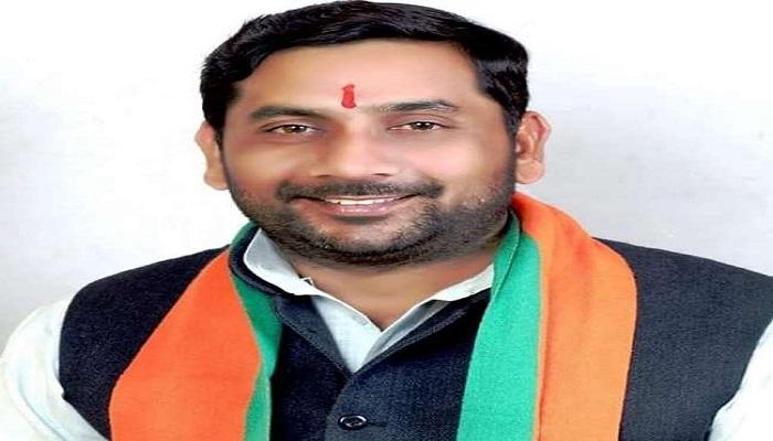 मेरठ 1 कोरोना से लड़ने के लिए बीजेपी के मेरठ दक्षिण विधायक सोमेंद्र तोमर ने अपने 1 महीने के वेतन को सुरक्षा कोष में दिया