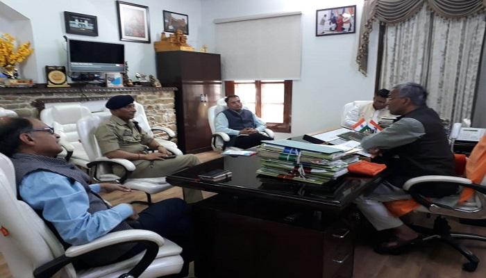 CM RAWAT सीएम रावत ने शासन के उच्चाधिकारियों के साथ बैठक कर कोरोना वायरस के सम्बन्ध में फीडबैक लेते हुए आगे की तैयारियों पर चर्चा की