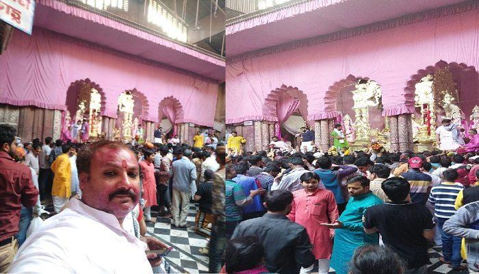 बाँके बिहारी मंदिर में होली की शाम ऐसे सजा दरबार, मोंटू गोसाई ने बताया दुल्हड़ी रंग पर्व के दिन दर्शन का महत्व
