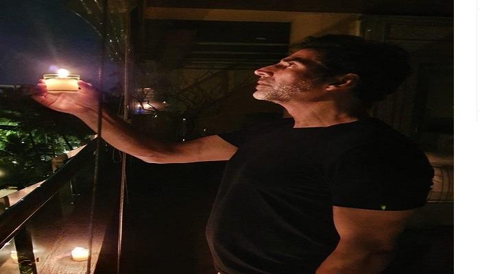 अक्षय प्रधानमंत्री नरेंद्र मोदी के आह्वान पर देश भर के लोग और इन बॉलीवुड सितारों ने दिए जलाए