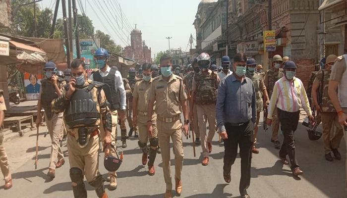 दिल्ली गेट 1 दिल्ली गेट पर जली कोठी में कोरोना से संक्रमित मरीजों की पुष्टि के बाद सील करने गई स्वास्थ्य विभाग की टीम और पुलिस पर पथराव