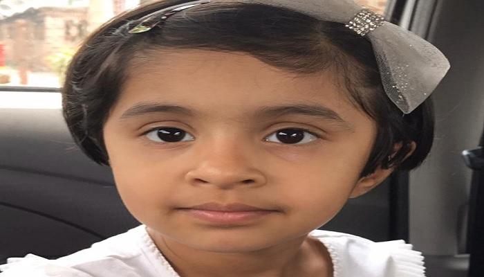 बच्ची सात साल की बच्ची सिखा रही मास्क बनाना, सोशल मीडिया पर वायरल हो रहा है वीडियो