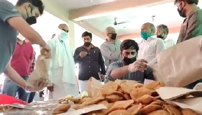 मेरठ 4 दक्षिण मेरठ विधायक सोमेंद्र तौमर ने शुरू की मोदी-योगी रसोई, 5000 लोगों को मिल रहा शुद्ध भोजन