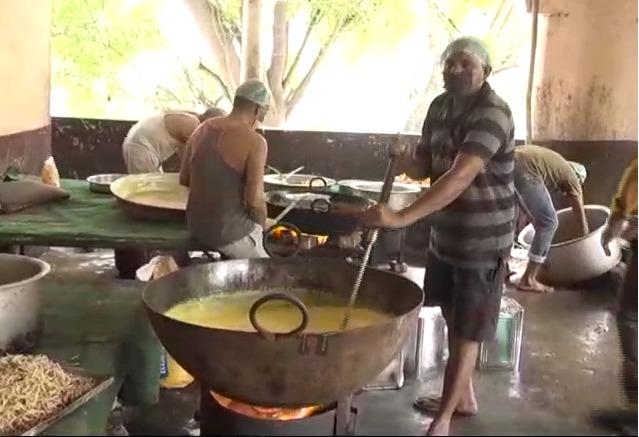 मेरठ.jpg 4 दक्षिण मेरठ विधायक सोमेंद्र तौमर ने शुरू की मोदी-योगी रसोई, 5000 लोगों को मिल रहा शुद्ध भोजन