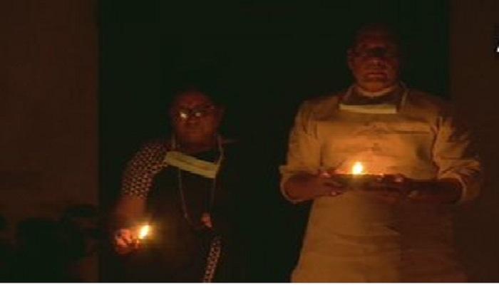 राजनाथ कोरोना से जंग लड़ने के लिए पीएम मोदी सहित इन दिग्गज नेताओं ने दीप जलाए