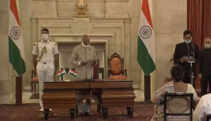 संजय कोठारी 2 राष्ट्रपति रामनाथ कोविंद ने दिलाई संजय कोठारी को केंद्रीय सतर्कता आयुक्त (CVC) पद की शपथ