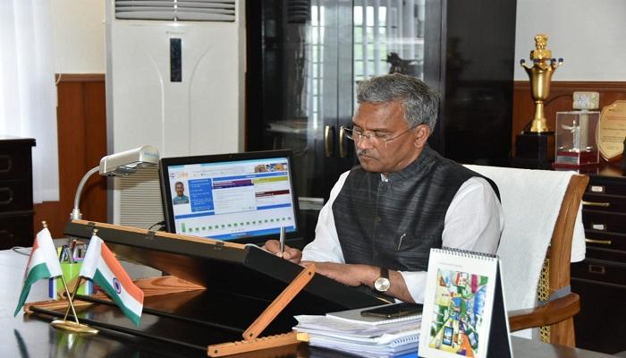 सीएम रावत 4 सोमवार को सचिवालय स्थित अपने कार्यालय पहुंचे सीएम रावत, अधिकारियों से ली प्रदेश में हो रहे कार्यों की समीक्षा