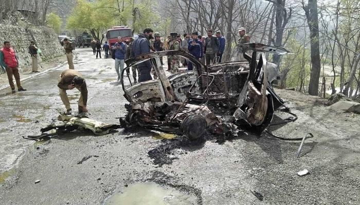 जम्मू कश्मीर 12 जम्मू कश्मीर के पुलवामा में सुरक्षाबलों की बहादूरी, नाकाम किया 2019 जैसा हमला, कार में रखा था 20 किलो IED