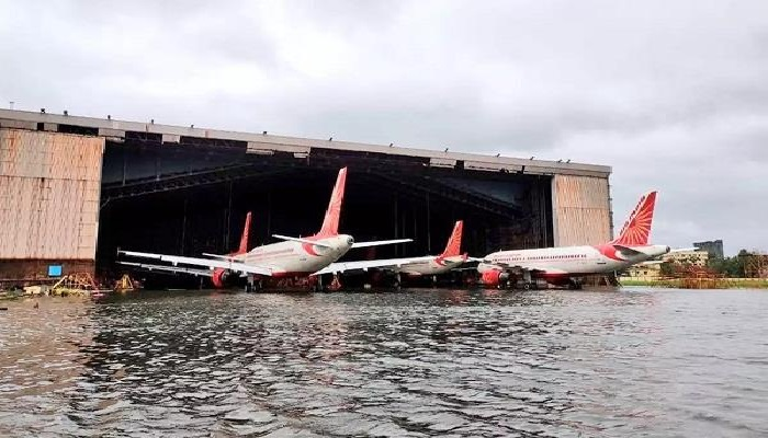 पश्चिम बंगाल पश्चिम बंगाल में अम्फान तुफान का कहर, पानी में डूबा कोलकाता एयरपोर्ट, 12 लोगों के मरेन की खबर