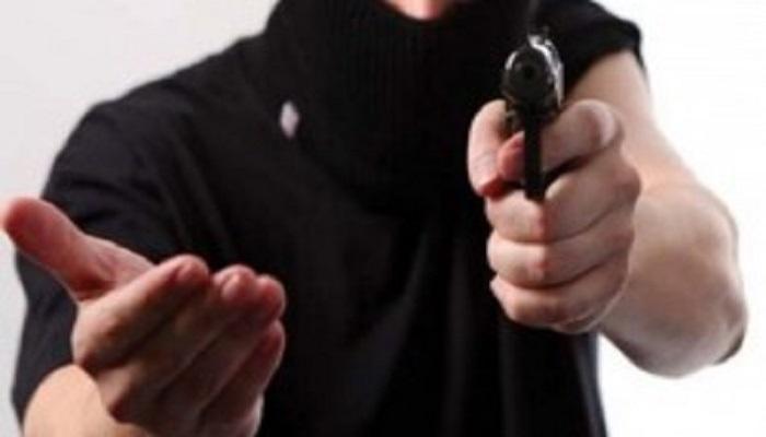 मेरठ 8 मेरठ में बैंक के कैशियर और गार्ड से लूट की कोशिश,हथियार छोड़कर भागे बदमाश