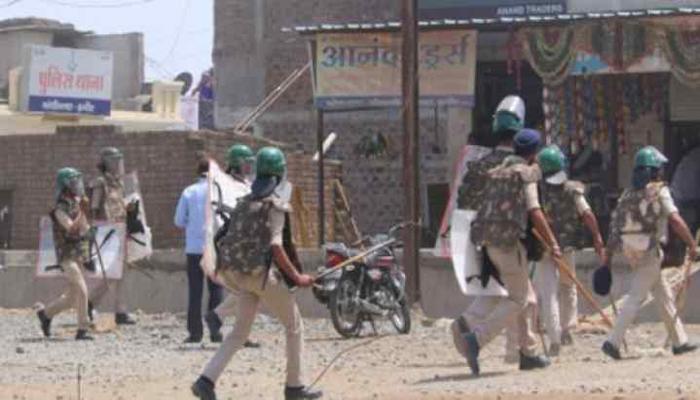 सूरत सूरत में प्रवासी मजदूरों ने बरसाए पुलिस पर पत्थर, घर जाना चाहते मजबूर
