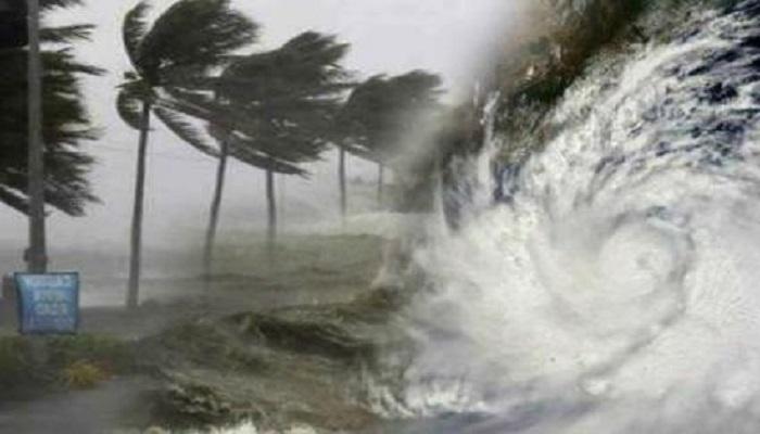 Gujarat cyclone Cyclone Tauktae: धीमी पड़ी ताउते तूफान की रफ्तार, मुंबई में 6 लोगों की मौत