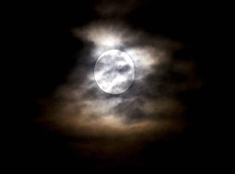 moon 2 1 साल का तीसरा ग्रहण कोरोना में लोगों के जीवन पर क्या डालेगा असर?