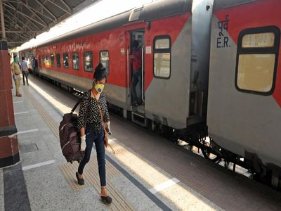 train 2 कोरोना ने तोड़ दी इंडियन रेलवे की कमर, 30 सितंबर तक हुई सभी ट्रेने रद्द..