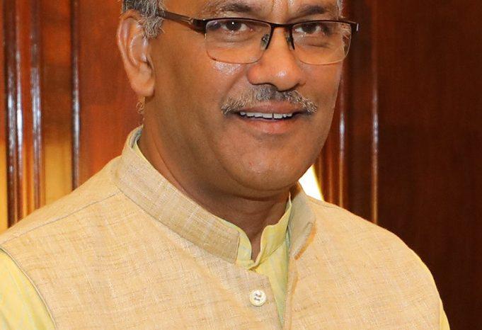 सीएम त्रिवेंद्र के साथ जिलाधिकारियों की बैठक, की कोविड वैक्सिनेशन की तैयारियों की समीक्षा