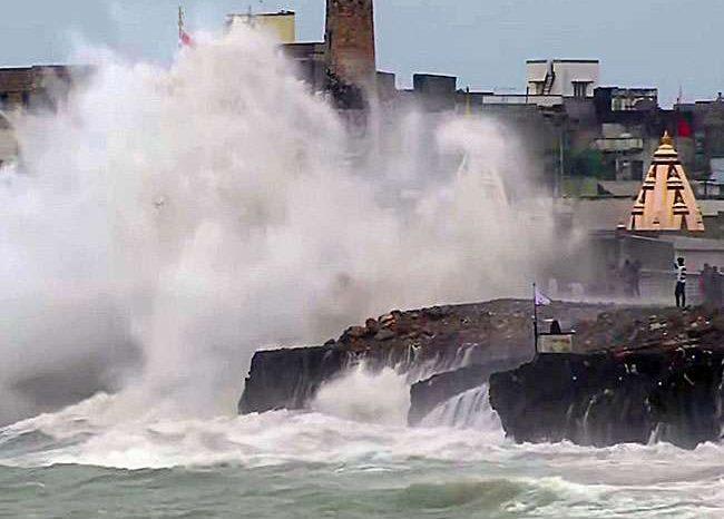 अगले 48 घंटे में देश में भारी तबाही मचाएगा तूफान, जानिए किन हिस्सों पर टूटेगी आफत..