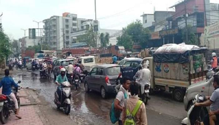 jaam लॉकडाउन के बीच शहर की सडकों पर लगा जाम
