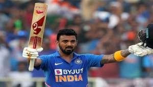 kl rahul 1 ये भारतीय क्रिकेटर एक साथ कई बॉलीवुड हसीनाओं को कर रहा डेट..
