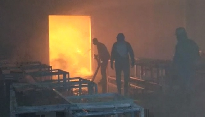 मेरठ के शारदा एक्सपोर्ट प्लांट मे लगी भीषण आग, मचा हड़कंप