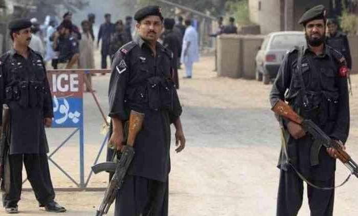 कराची के पाकिस्तान स्टॉक में आतंकी हमला, पाकिस्तानी जवानों ने 4 आतंकी मार गिराए