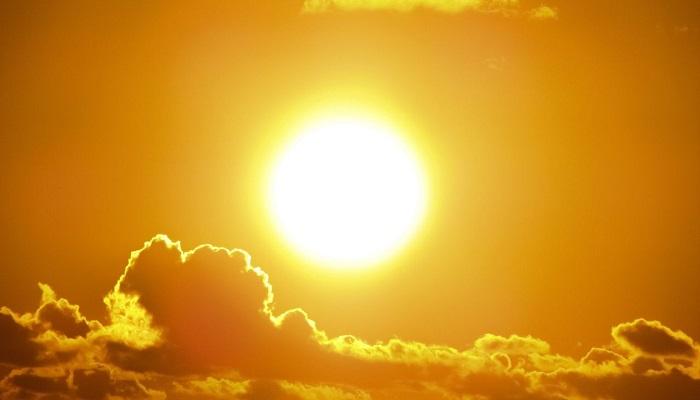 धरती पर टूटकर गिरे सूरज के टुकड़े, वैज्ञानिकों के उड़े होश..